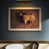 Old_bar_room_with_wall_lamp(1)
