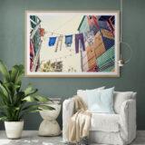 Tropical_living_room_with_chair_and_large_plant